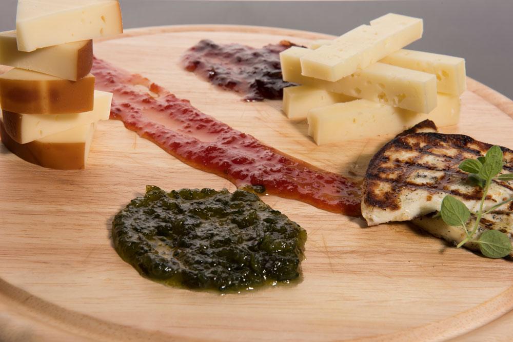 Πλατό τυριών με μαρμελάδες